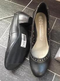 Brand new size 6 heels