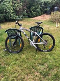 Men's full size Scott front suspension bike with 26 inch.