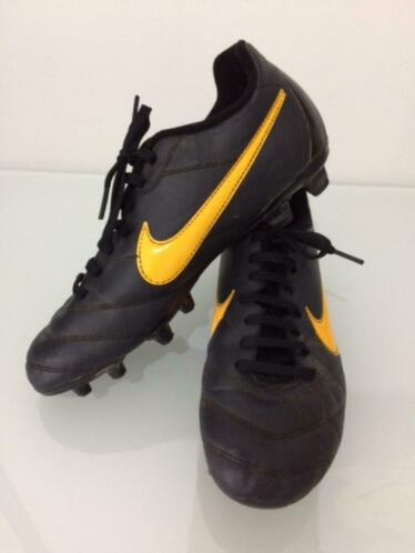 chaussures foot nike 39