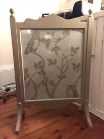 Fire screen, guard. Wood and glass