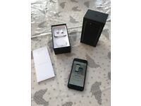 iPhone 7 128GB Black Gloss Unlocked Excellent Condition with box & all accessories