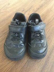 BOYS CLARKS BLACK SHOES - SIZE 7F