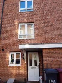 Ensuite room near Town Centre for professional only- **ROOM TO RENT - ALL BILLS INCLUDED**