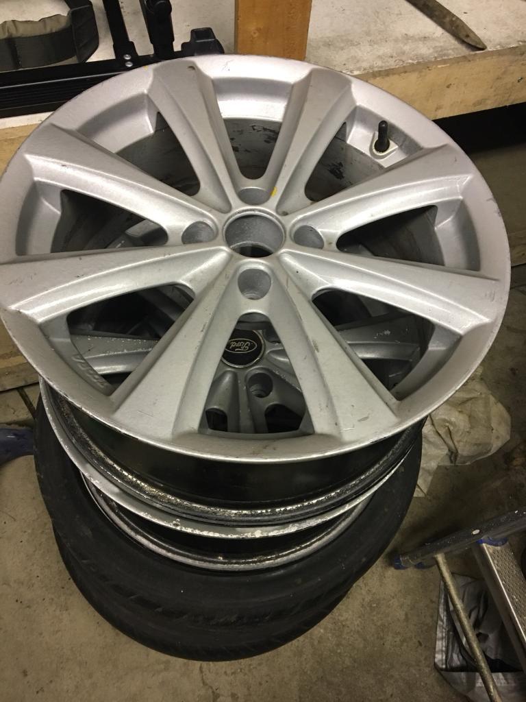 "Genuine Ford 17"" alloys"