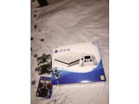 PS4 WHITE 500 GB IMMACULATE + COD INFINITE WARFARE + BLACK OPS 3 + PLAYSTATION PLUS TILL 13/07/18