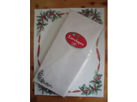 NEW & un-used 40 sheets Xmas, Christmas stationery: holly writing paper & 20 matching envelopes.