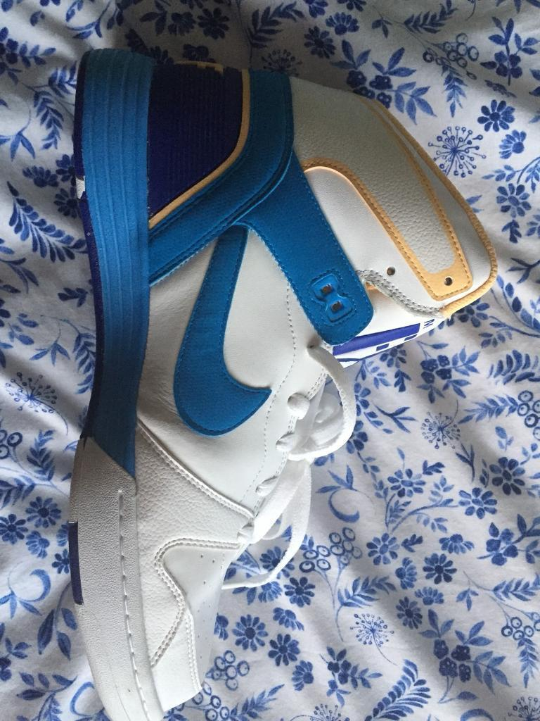 Nike force trainers size 10