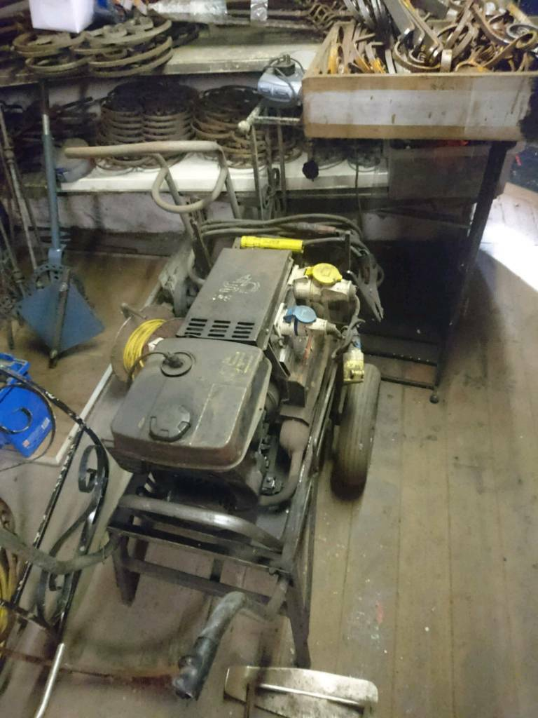 Gen/set  Welder and petrol generator  240 and 110 volts  | in