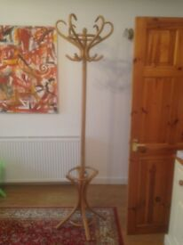 Hatstand / coat stand - oak effect, traditional design, excellent condition
