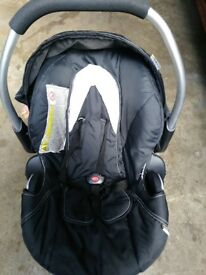 Child car seat hauck baby carrier excellent condition!!