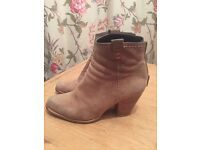Stuart Weizmann for Russell and Bromley Ankle Boots size 4