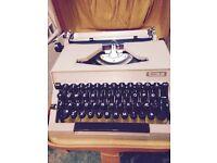 Manual portable typewriter