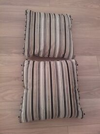 Set of two cushions