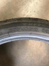 225/40/19 BMW runflat