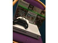Xbox one s 500g 2 comtrollers