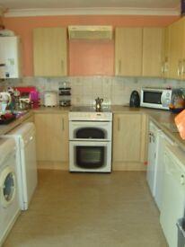 Ladies' Christian Houseshare - Small room - Spacious house