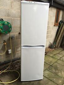HOTPOINT 6FT FRIDGE FREEZER ALL SHELVING IN TACT CAN BE SEEN WORKING. £75