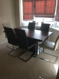 Harvey's extendable dinning table with 6 chairs only 4 months old