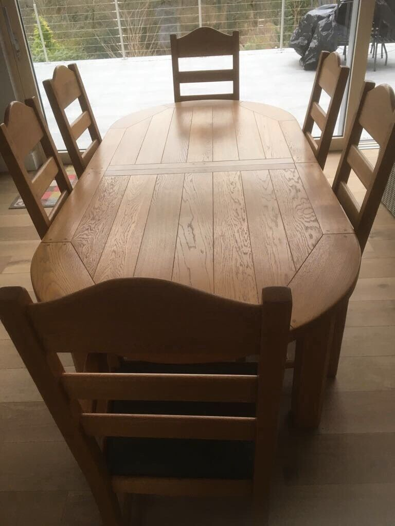 Beautiful Polished Oak Extending Dining table and 6 chairs
