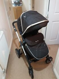 Silvercross pioneer full travel system with car seat