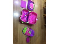 Child's suitcase with accessories £12.00girls suitcase with