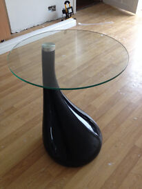 Black glass table, good condition