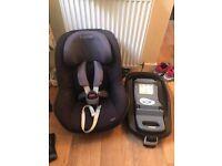 Maxi-Cosi FamilyFix Isofix Base & Maxi-Cosi Pearl Group 1 Car Seat - Black