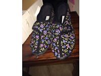 LADIES SLIPPERS NEW SIZE 7