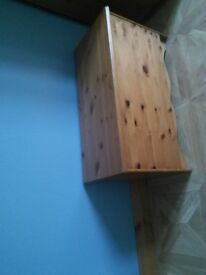 Pine hinged lid ottoman