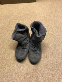 Grey ankle boots - size 6