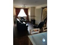 Large 2 Bed + Boxroom HOUSE in LIVINGSTON