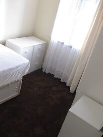 ROOM in clean quiet house close to LUTON TOWN CENTRE (LU1)