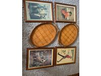 Four vintage pictures and two trays