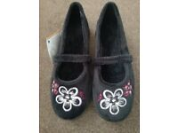 Brand new ladies extra wide/depth slippers, size 6