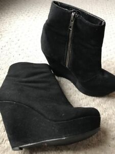 Women's black suede  ankle booties