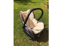 Maxi Cosi Baby Car Seat and Easybase