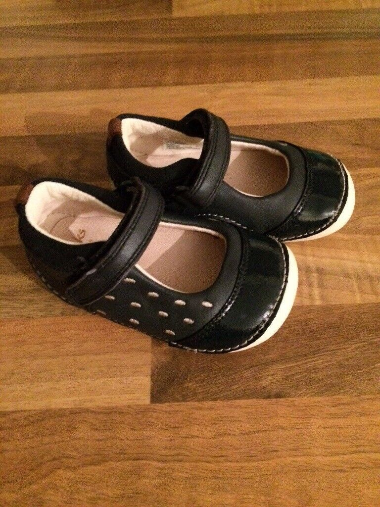 Girls Clarks shoes 3 1/2 g