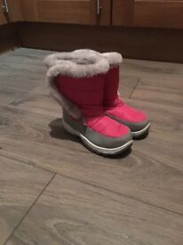 Girls pink snow boots