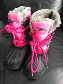 SIZE 7 GIRLS FURRY WATERPROOF SNOW BOOTS