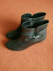 LADIES HOTTER BOOTS