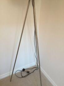 Floor lamp with 3 legs