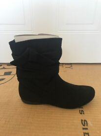 BRAND NEW women's black boots - size 5