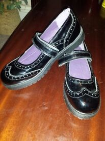 Girl's school black shoes , size 4 , new