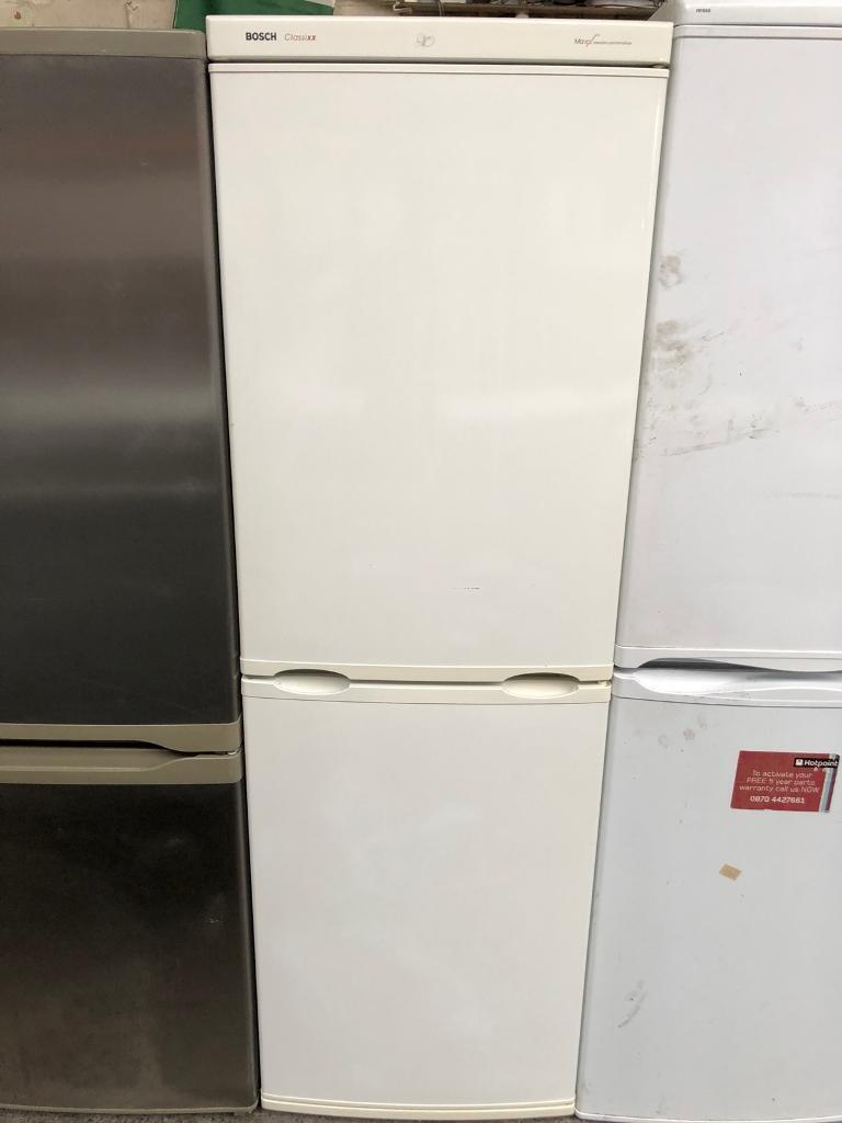BOSCH CLASSIXX free standing fridge freezer 5 an half ft tall in good  condition & perfect