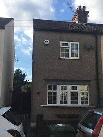 2 bedroom semi-detached house with garden to let