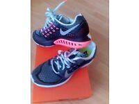 Authentic Brand New Nike Air Zoom Structure 18 Women's Running Trainers 683737 401 UK Size 4.5