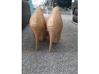 Gold glitter heels.. Excellent condition