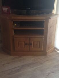 Solid oak Corner Tv Unit £100 and Matching Console £80