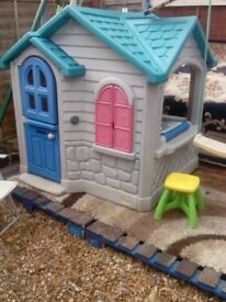 outdoor playhouse little tykes