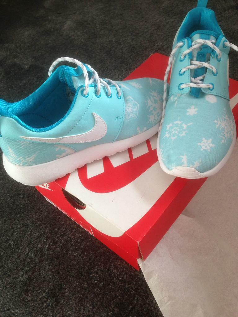 Nike roshe one print snowflake winter pack size 3.5 new